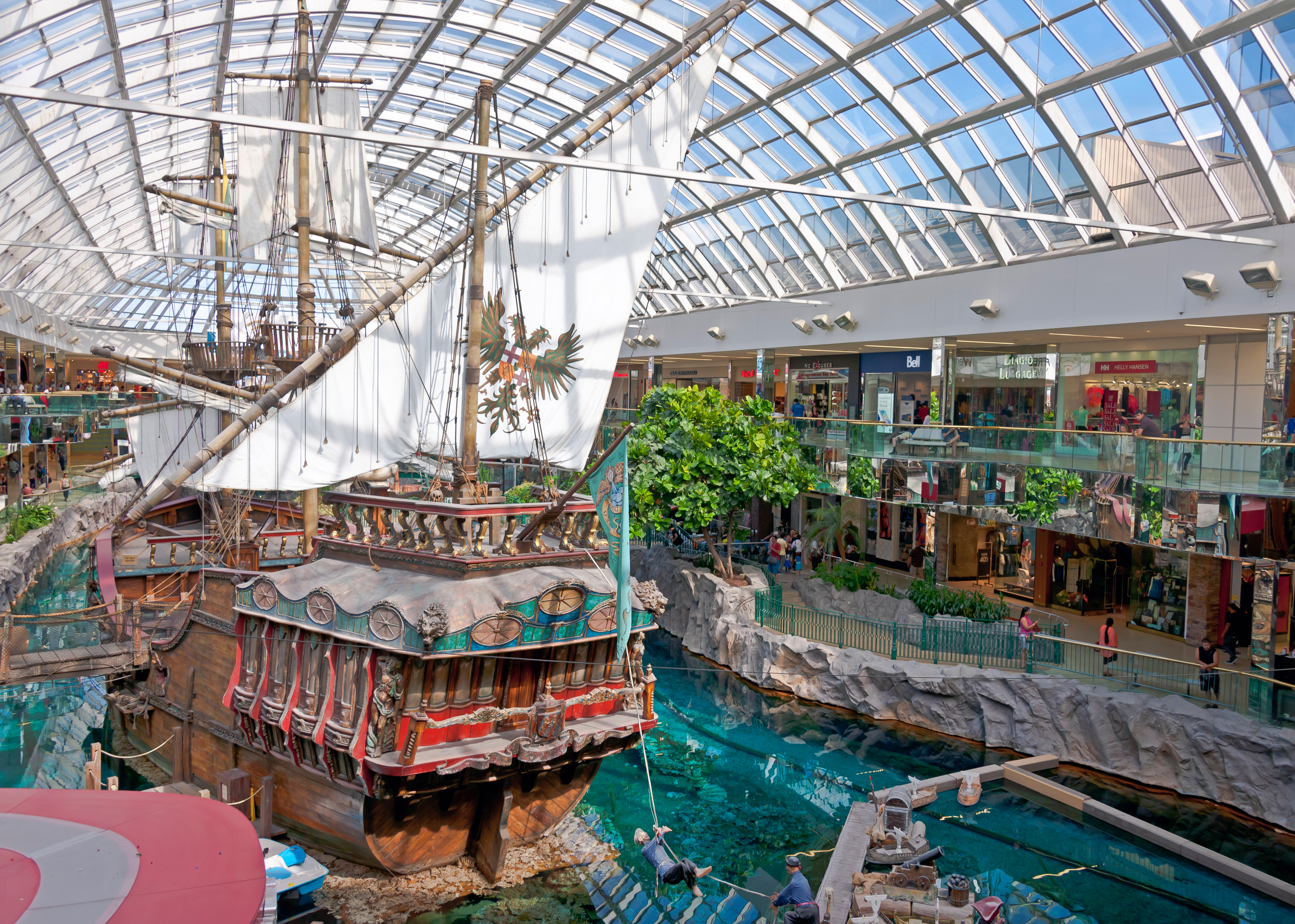 Pirate_ship_in_the_West_Edmonton_Mall